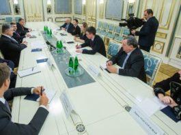 """Порошенко звернувся до парламентаріїв Франції із закликом протистояти будівництву """"Північного потоку-2"""""""