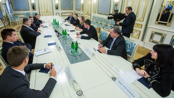 Порошенко звернувся до парламентаріїв Франції із закликом протистояти будівництву